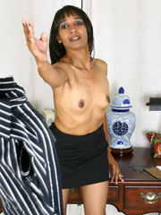 african porn photo: aged black milf in stockings exposing her black