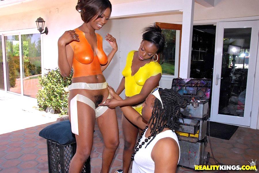 Ebony milf shakez