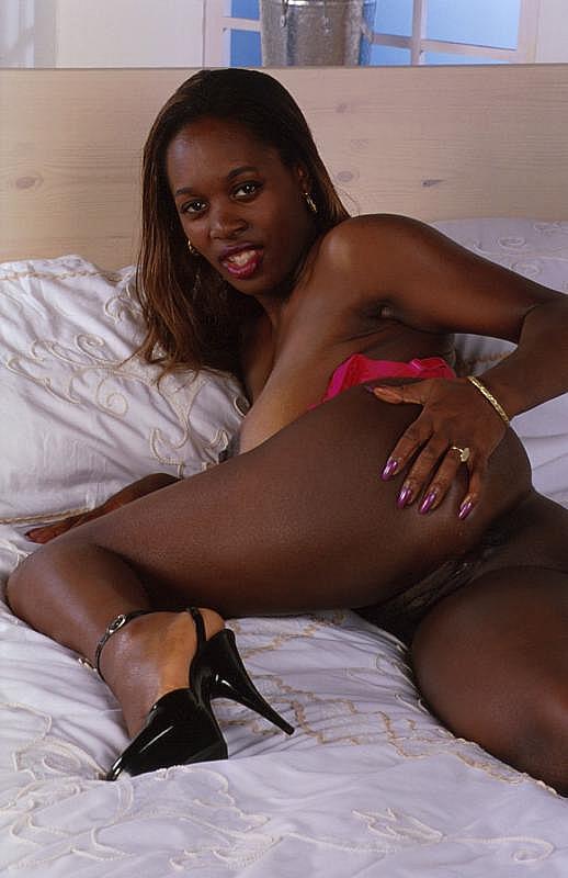 Amateur Black Ebony Riding