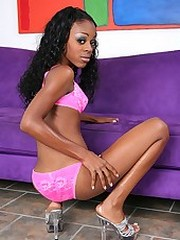 Dark skinned diva spreads wide for a hot meat injection