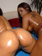 Horny ebony babe amanda and her girl..