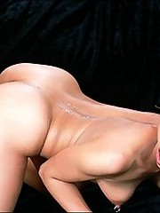 Hotblack skinned babe shows how to fuck