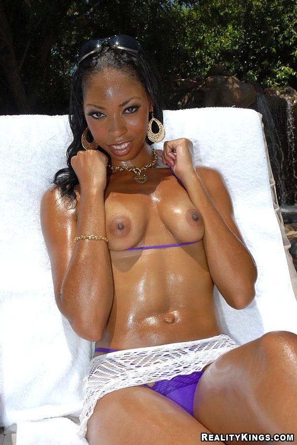 Ebony Teen Showing Pussy