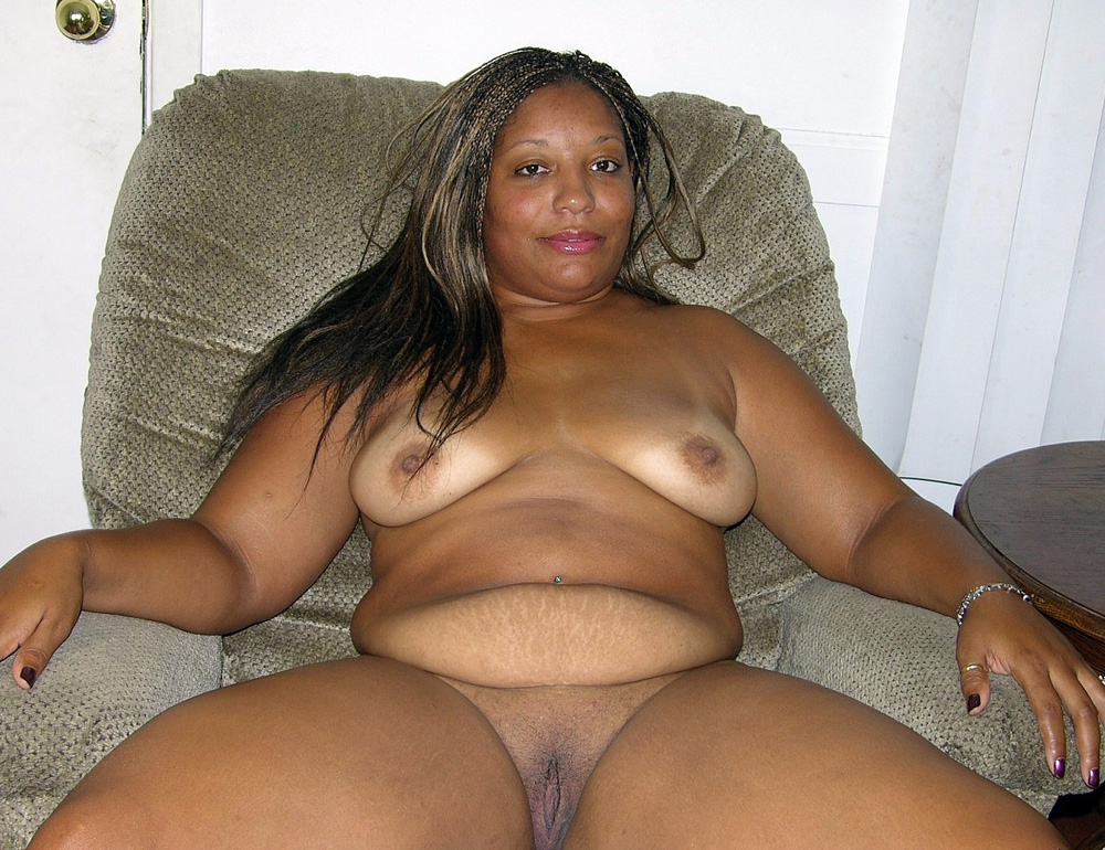 thick naked black woman on bed