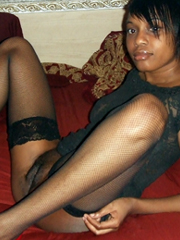 Young ebony girlfriend is a very sexy! Amateur photo