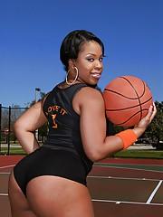 Black fatty Aryana Adin loves outdoor sports and shakes say no to big exasperation
