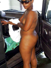 This ebonies poses fully nude