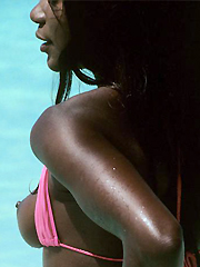 Ebony hottie on a beach. Sexy amateur pics for You!