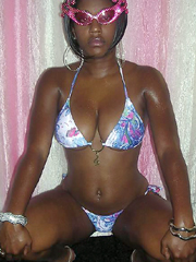 Young ebony babes ready to fountain of..
