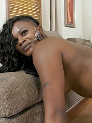 Curvy ebony MILF Damanie Rose sucks and fucks a beamy white boner