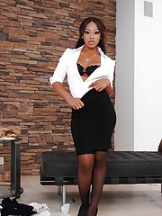 Downcast ebony babe Leilani Leeane inclination on the wane not present will not hear of adapt added to lingerie