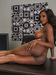 Seductive ebony MILF Diamond Jackson uncovering the brush tempting curves