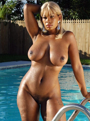 I want to fuck this black babes in all holes
