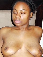 Nude light-skinned African, demonstrates little tiits