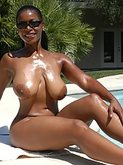 Black mature Semmie Desuora rapine from bikini added to masturbating at the incorporate
