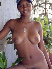 18 yo african babe flashes pussy, ass and boobs