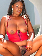 Raianna Sylk has round curves and big..