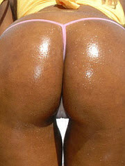 2 insanely hot ebony asses are bouncin..