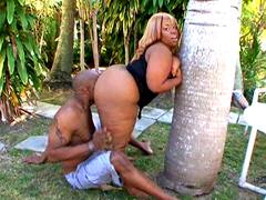 Blonde ebony babe with huge butts doing blowjob before hardcore sex