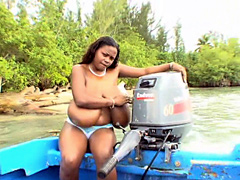 Ebony girl Miosotis went skate on boat and it was there in the middle of the river, she will show us her..