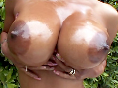 Sexy ebony babe Lavish Styles exposes perfect body
