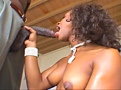 Lucky Lexington Steele gets free blowjob from naughty slut