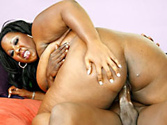 Mature ebony nympho with a fantastic rack posing nude. Daphne Daniels