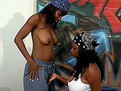 Four sexy black dykes licking pussy