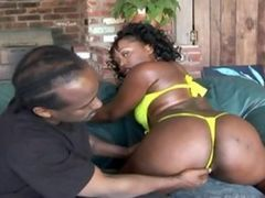 Thick N Juicy Ebony Babe Gets Fucked