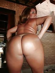 Bootylicious ebony babe Rosa William slipping not present her bikini