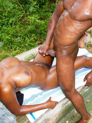 Amateur black couple has real sex outdoor