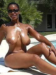 Black mature Semmie Desuora rapine from bikini added to masturbating at the incorporate